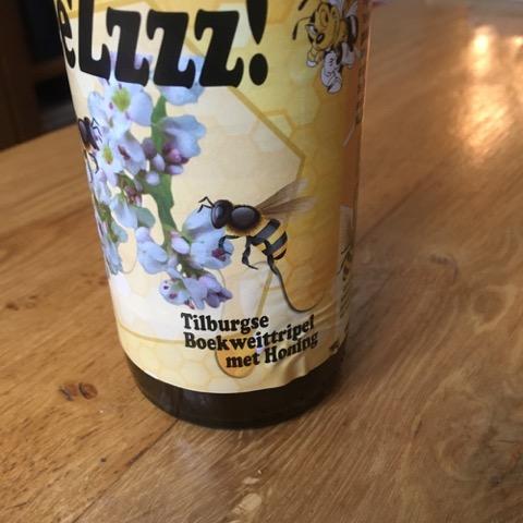 Bier van Tilburgse stadsimkerij Beezzzz